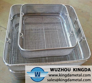 Cleaning basket for medical instruments