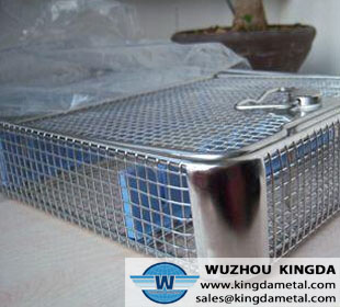 Wire mesh basket with cover